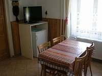 kuchyně v 1. patře - chalupa k pronajmutí Nové Hutě