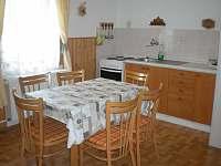 kuchyně ve 2. patře - chalupa k pronajmutí Nové Hutě