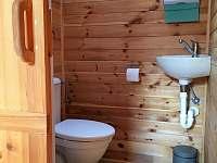 Toaleta v horním patře - chata k pronájmu Malšín
