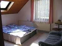 Větší ložnice - apartmán k pronájmu Velhartice