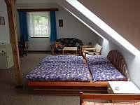 1. ložnice - chata k pronájmu Dolní Jílovice
