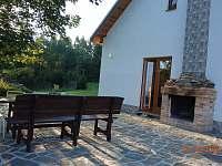 venkovní krb - chata k pronajmutí Dolní Jílovice