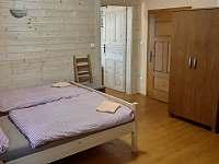 mezonetová ložnice - chalupa k pronajmutí Hořice na Šumavě