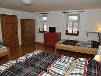 První patro pokoj 1 čtyřlůžkový