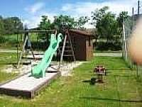 Dětské hřiště v obci - chalupa k pronajmutí Frymburk u Strakonic