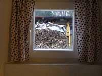 výhled z okna apartmanu na hosp část