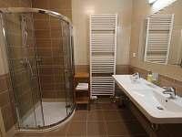 koupelna se sprchovým koutem - Kvilda
