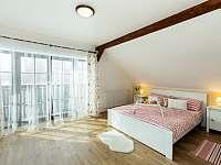 Čtyřlůžkový pokoj s balkonem a výhledem na Plechý a Smrčinu - Želnava