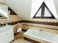 Horní koupelna s vanou - Želnava