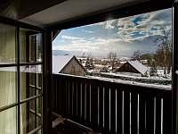 Výhled z balkonu na nejvyšší hory Šumavy - Plechý a Smrčina - pronájem chalupy Želnava