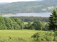 Pohled od chaty na jezero