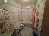 KOUPELNA S WC - pronájem apartmánu Sušice 3