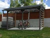 Kryté stání na kola - pronájem rekreačního domu Horní Planá