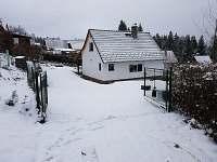 Příjezdová cesta - zima - chata k pronajmutí Lipno nad Vltavou