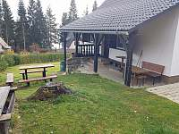 Zahrada - posezení - chata k pronajmutí Lipno nad Vltavou