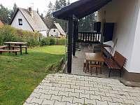 Zahrada posezení - terasa - chata k pronájmu Lipno nad Vltavou