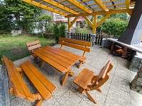 Venkovní sezení s krbem - chata k pronájmu Horní Planá - Karlovy Dvory
