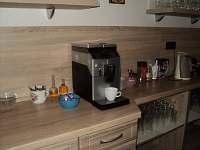 kávovar,káva čaj zdarma