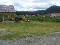 posezení s ohništěm a dětské hřiště