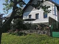 chalupa s terasou u zahrady - ubytování Velhartice