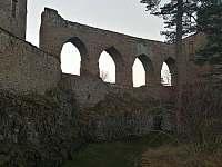 kamenný most hradu Velhartice -