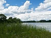 Nezamyslický rybník a hrad Rabí