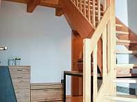 Vstup se schodištěm - chalupa ubytování Opolenec