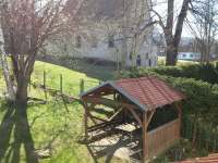 Zahrada, altán, kostel - pronájem chalupy Libínské Sedlo