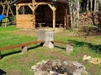 pergola, ohniště, dětské hřiště - chata k pronajmutí Horní Planá