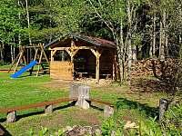 pergola, ohniště, dětské hřiště - Horní Planá