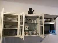 Kuchyň apartmánu je plně vybavena.
