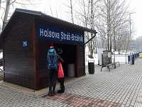 Zastávka vlaku je cca 150 m od budovy. Pohodlně se dostanete vlakem na Špičák.