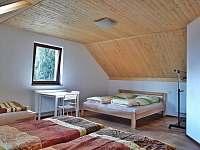 větší pokoj s 5 lůžky - chata ubytování Slupečná