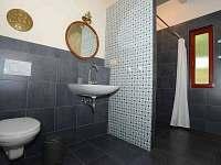 apartmán NAUTICAL koupelna a toaleta