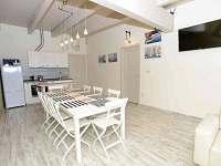 apartmán NAUTICAL kuchyňský a jídelní kout
