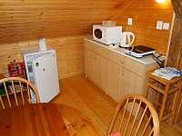 Kuchyňský kout s lednicí