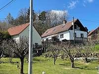 chalupa se stodolou - k pronájmu Týřovice