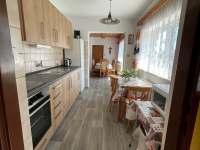 kuchyň - chalupa k pronájmu Týřovice