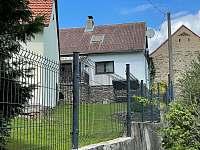 oplocený pozemek - chalupa k pronájmu Týřovice