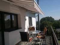 terasa se zahradním nábytkem