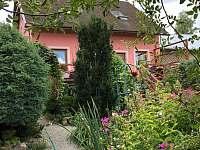 pohled ze zahrady - Nová Pec