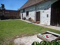 Pohled ze dvora - chalupa ubytování Pačejov