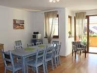 Ubytování Vakantiehuis Villa Park Lipno 200 - jídelní stůl