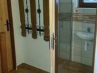 vstup z chodby do koupelny - pronájem chaty Horní Planá - Karlovy Dvory