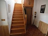 Chodba - přístup do apartmánu - chalupa k pronájmu Pěkná
