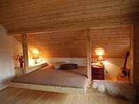 Horní ložnice - pronájem chalupy Pěkná