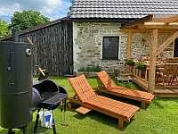 K létu patří pohoda a něco dobrého na grilu - chalupa ubytování Pěkná