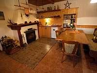 Kuchyně v dolním apartmánu - Pěkná