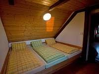 Prostřední ložnice - chalupa k pronajmutí Pěkná