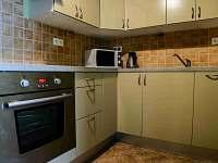 kuchyň zelený apartmán